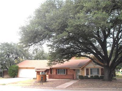 Haltom City Single Family Home Active Contingent: 5613 Diamond Oaks Drive N