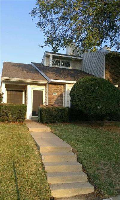 Lewisville Single Family Home For Sale: 825 Summercreek Drive