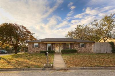 Haltom City Single Family Home For Sale: 5640 Macdougall Drive
