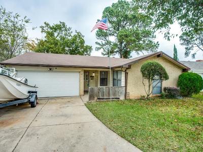 Arlington Single Family Home For Sale: 923 Cherry Laurel Lane