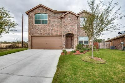 Azle Single Family Home For Sale: 123 Creekview Drive