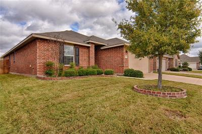 Arlington Single Family Home For Sale: 807 Cliffmere Drive