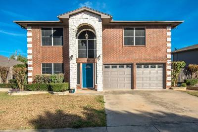 North Richland Hills Single Family Home For Sale: 6902 Kara Place