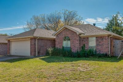 Arlington TX Single Family Home For Sale: $150,000