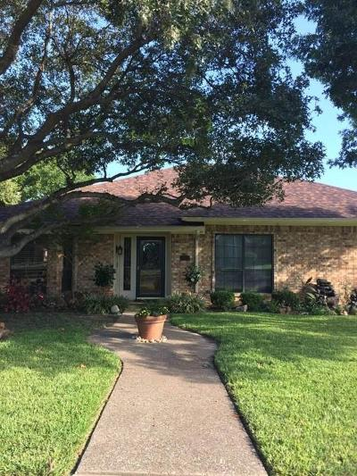 Rowlett Single Family Home For Sale: 4002 Thornhill Way