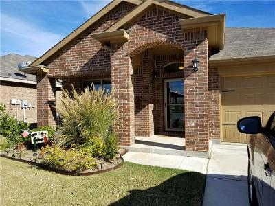 Fort Worth Single Family Home For Sale: 8200 Spotted Doe Drive