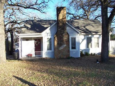 Haltom City Single Family Home For Sale: 2608 Oakwood Terrace