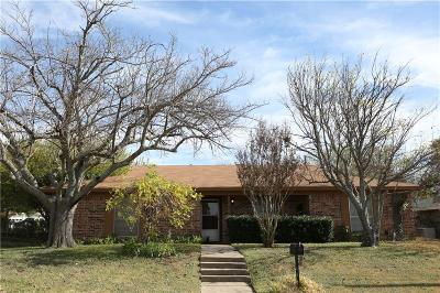 Aledo Single Family Home Active Option Contract: 220 Rolling Hills Drive
