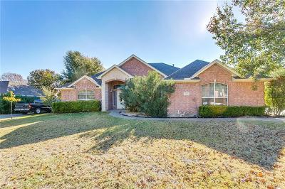 Tarrant County Single Family Home For Sale: 1209 Blue Gill Lane