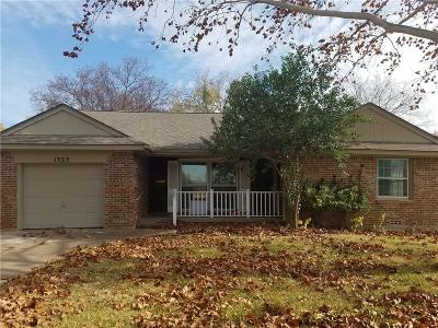 Grapevine Single Family Home For Sale: 1323 Bellaire Drive