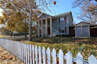 Single Family Home For Sale: 704 N Sam Rayburn Freeway