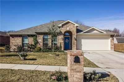 Azle Single Family Home For Sale: 633 Tracy Drive