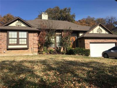 North Richland Hills Single Family Home For Sale: 6833 Parkwood Drive