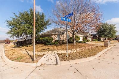 Arlington Single Family Home For Sale: 705 High Eagle Drive