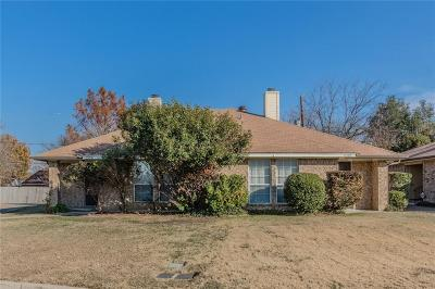 Arlington Multi Family Home For Sale: 2303 Summer Place Drive
