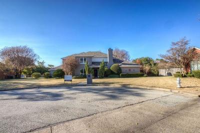 Benbrook Single Family Home For Sale: 6704 Hillside Drive
