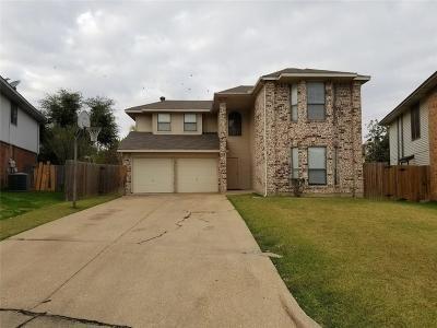 Arlington Single Family Home For Sale: 831 Foxridge Drive