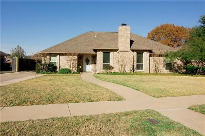 Hurst Single Family Home For Sale: 524 Heneretta Drive