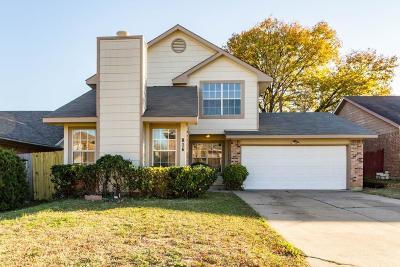 Arlington Single Family Home For Sale: 816 Foxridge Drive