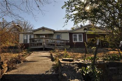 Azle Single Family Home For Sale: 604 E Columbia Drive