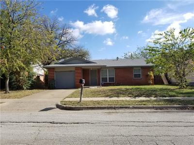 Arlington Single Family Home For Sale: 717 Richard Drive