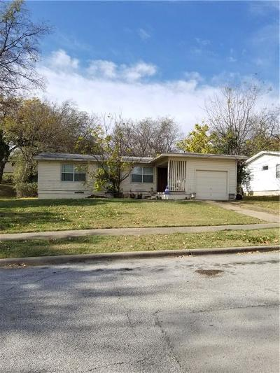 Grand Prairie Single Family Home For Sale: 705 E Strong Parkway
