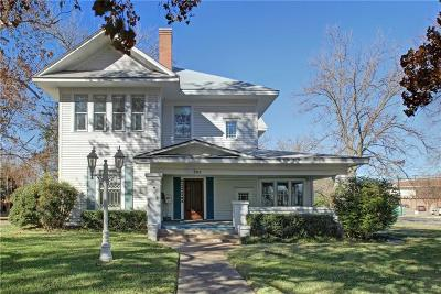 Cleburne Single Family Home For Sale: 302 Featherston Street