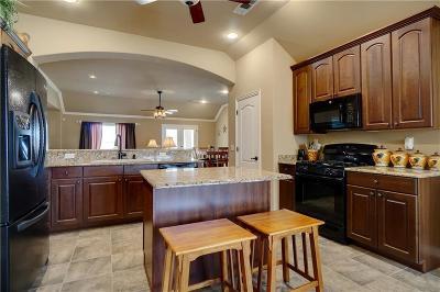 Denton Single Family Home For Sale: 8804 Sarasota Drive