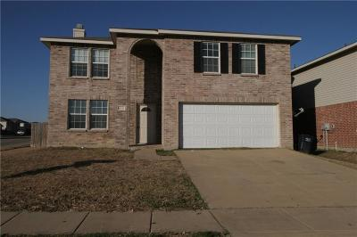 Fort Worth Single Family Home For Sale: 4028 Thoroughbred Trail