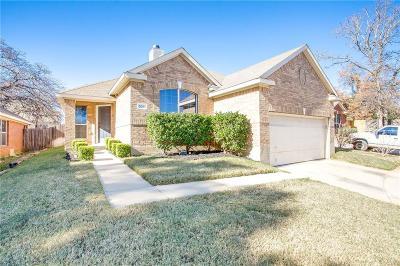 Fort Worth Single Family Home For Sale: 524 Cross Ridge Circle N