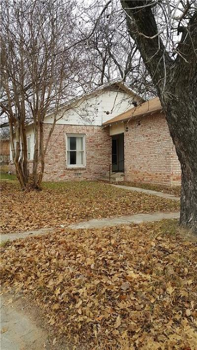 Single Family Home For Sale: 224 S Texas Street