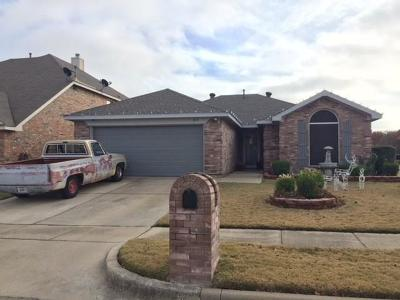 Saginaw Single Family Home Active Option Contract: 813 Bridle Trail