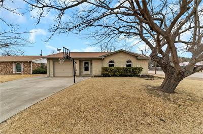 Grand Prairie Single Family Home For Sale: 302 W Ferndale Lane