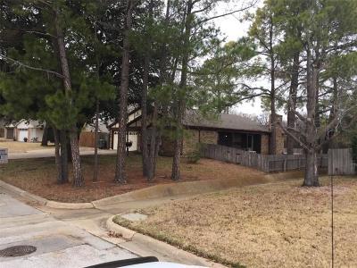 Grapevine Single Family Home For Sale: 1102 Hummingbird Trail
