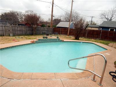 Grand Prairie Single Family Home For Sale: 525 S Holiday Drive
