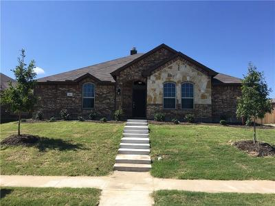 Residential Lease For Lease: 301 Santo