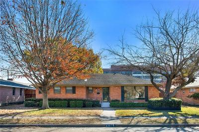 Dallas Single Family Home For Sale: 2814 Sharpview Lane