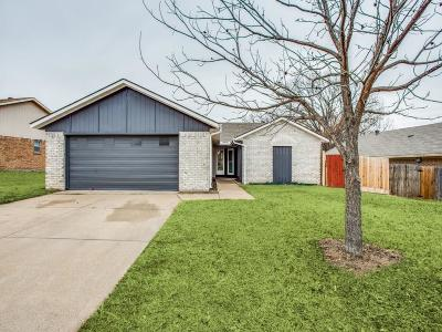 Fort Worth Single Family Home For Sale: 10136 Buffalo Grove Road