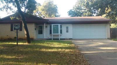 Euless Single Family Home For Sale: 719 Koen Lane