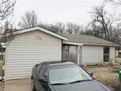 Single Family Home For Sale: 304 W Davis Street
