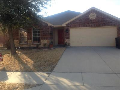 Fort Worth Single Family Home For Sale: 8301 Deer Bluff Lane