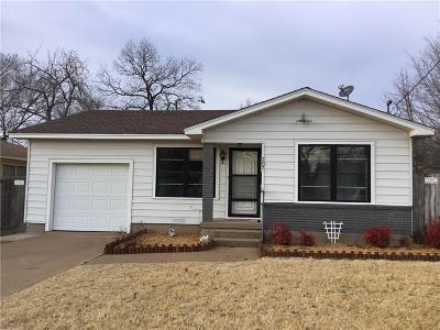 Single Family Home For Sale: 207 W Wilson Avenue