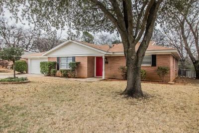 Euless Single Family Home For Sale: 811 Royce Drive