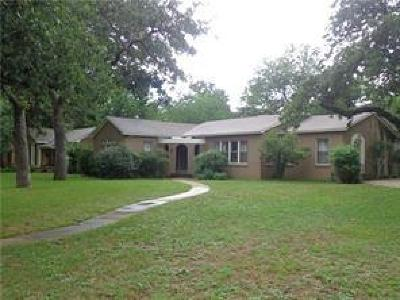 Brown County Single Family Home For Sale: 2001 Vincent Street