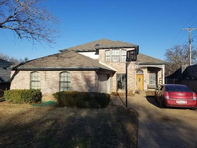Mansfield Single Family Home Active Contingent: 1410 Holley Creek Lane