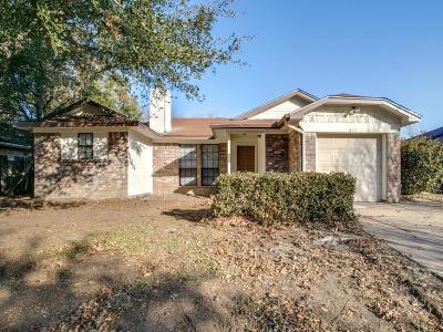 Arlington Single Family Home For Sale: 517 Rifleman Trail