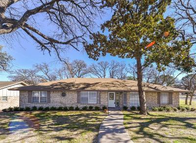 Arlington Single Family Home For Sale: 701 Castlewood Lane