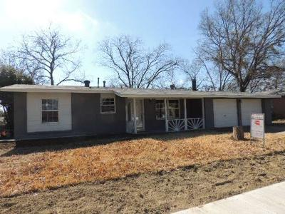 Arlington Single Family Home For Sale: 2212 Ridgeway Street