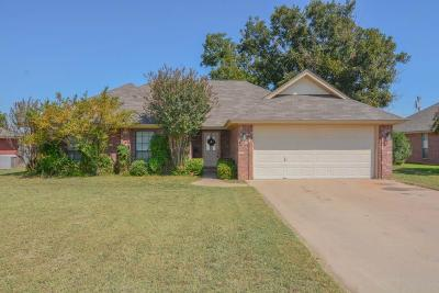 Stephenville Single Family Home Active Contingent: 1455 Oakwood Drive