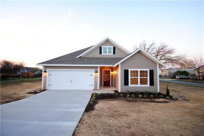 Single Family Home For Sale: 400 Scott Lane